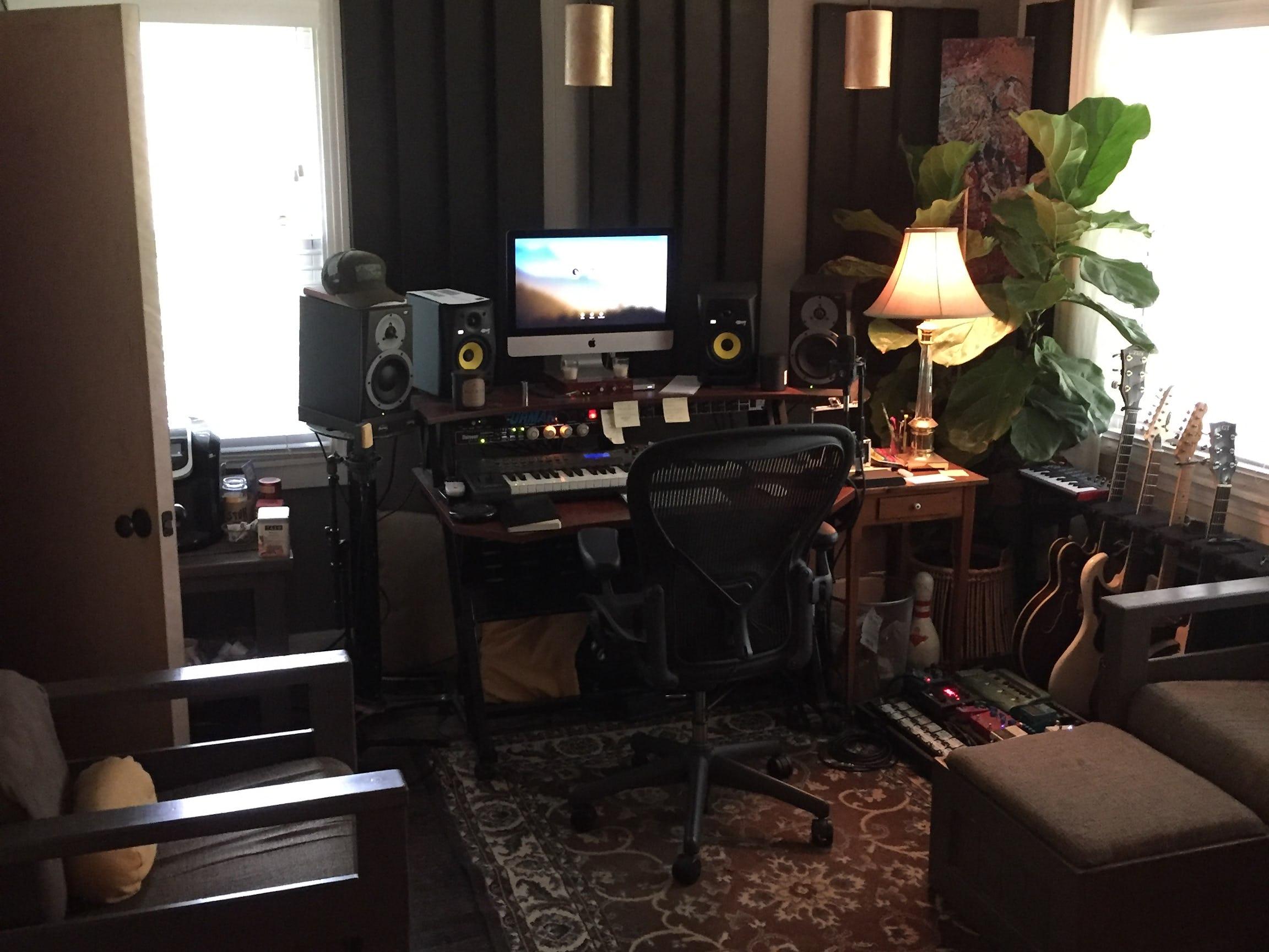 wrigleyville studio. Black Bedroom Furniture Sets. Home Design Ideas